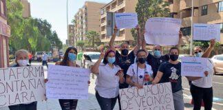Actos de protesta organizados por el colectivo de afectados ante la sede del Instituto Canario de Vivienda./ Cedida.