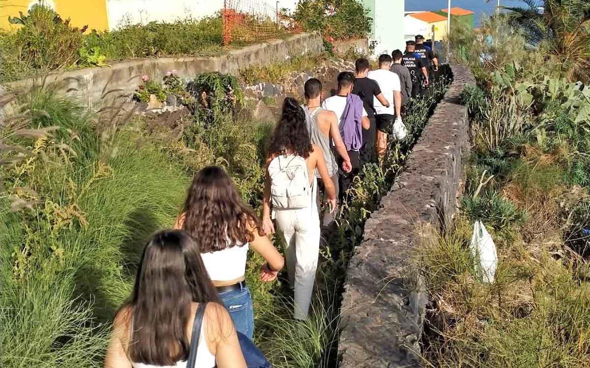 La Policía local de S/C. de La Palma disuelve y sanciona una congregación organizada por menores