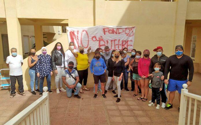 Los residentes del edificio de El Fraile afectados./ Cedida.