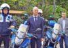 Francisco Linares junto a la Policía Local de La Orotava./ Cedida.