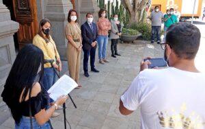 Lectura del manifiesto con motivo del Día Internacional del Pueblo Gitano./ Trino Garriga.