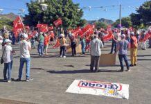 Los trabajadores de JSP se han manifestado hoy (sábado 10) a las puertas del Cabildo./ Cedida.