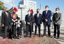 José Sabaté Forns con las autoridades en la calle que ahora llevará su nombre./ Cedida.