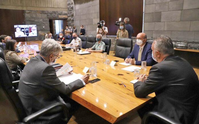 Junta de Seguridad en la sede de Presidencia de Santa Cruz de Tenerife./ Cedida.
