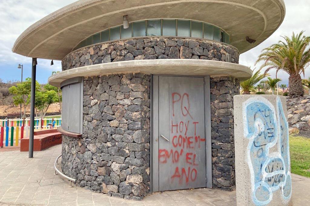 CC-PNC Arona denuncia el estado de abandono total del kiosko ubicado frente a los Juzgados del municipio