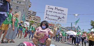 Un momento en la manifestación frente al Cabildo de Tenerife./ © Manuel Expósito.