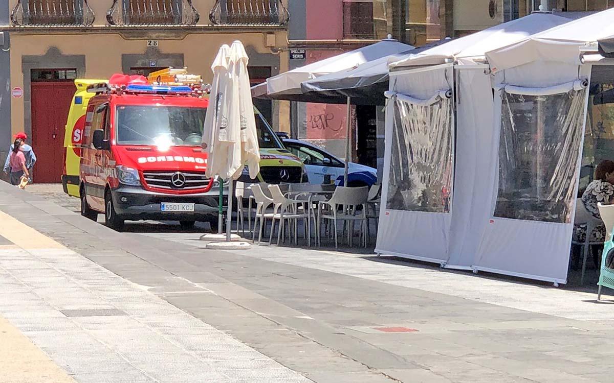 Vecinos del centro histórico de Santa Cruzdenuncian la ocupación indiscriminada de la vía pública