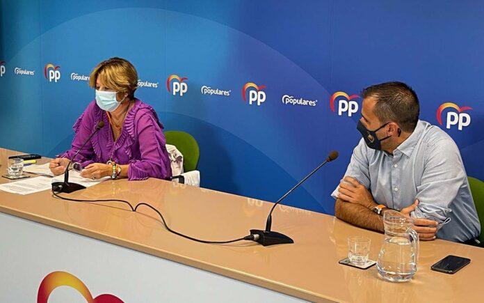 Rueda de prensa ofrecida hoy por Pepa Luzardo y Ángel Sabroso./ Cedida.