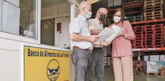 Vidina Espino se ha entrevistado con el presidente del Banco de Alimentos de Las Palmas, Pedro Llorca, y su vicepresidente, Andrés Merino./ © Cidadanos/Angel Medina G.