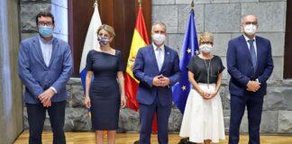 Torres y Yolanda Díaz firmaron este jueves la transferencia de los fondos de 2021 del PIEC./ Cedida.