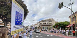 Un momento de la jornada de paro frente al Ayuntamiento capitalino./ Cedida.