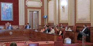 Momento de la votación a favor de la modificación del presupuesto./ Cedida.
