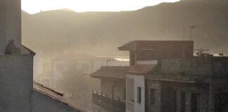Polvo generado por las obras del Anillo Insular en el casco de Santiago del Teide./ Cedida.