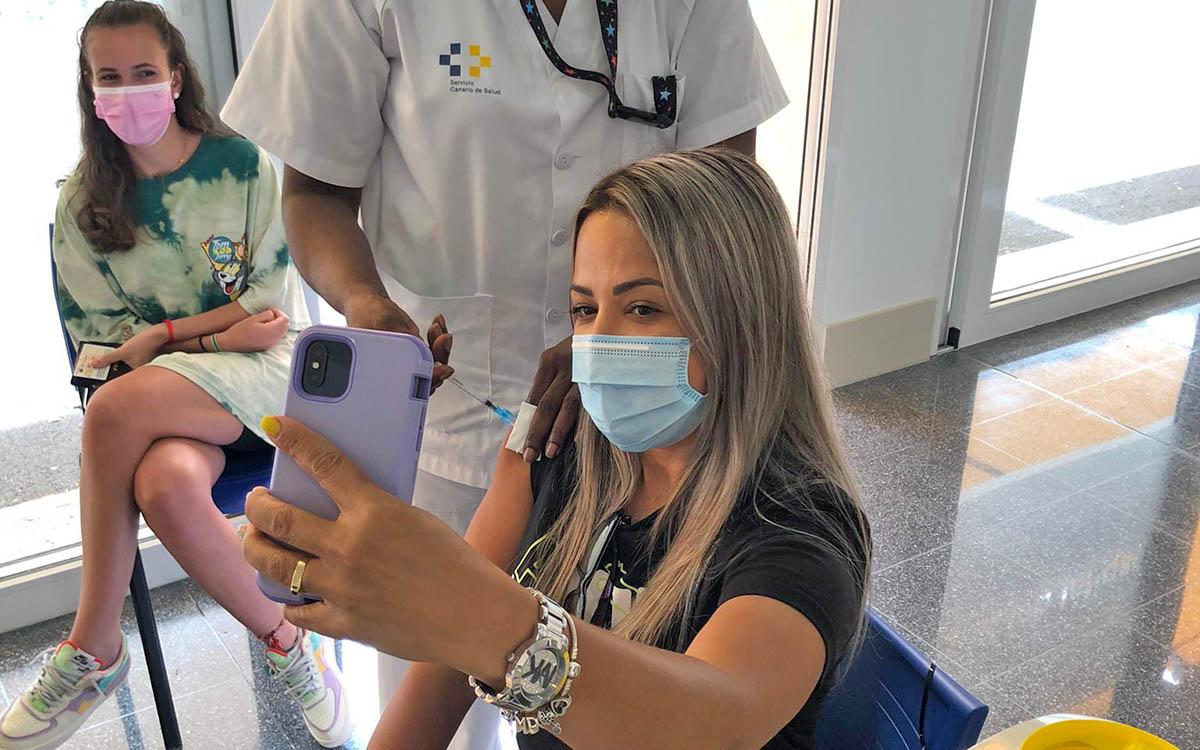 Comienza la vacunación de los jóvenesmayores de12 añosresidentes en las islas no capitalinas