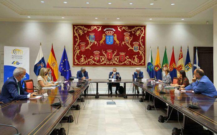 Sesión extraordinaria hoy del Consejo de Gobierno en el Parlamento de Canarias./ Cedida.