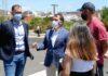 José Manuel Bermúdez, alcalde de la ciudad, y Javier Rivero, concejal de Participación Ciudadana, con representantes de la AAVV 7 Islas./ Cedida.