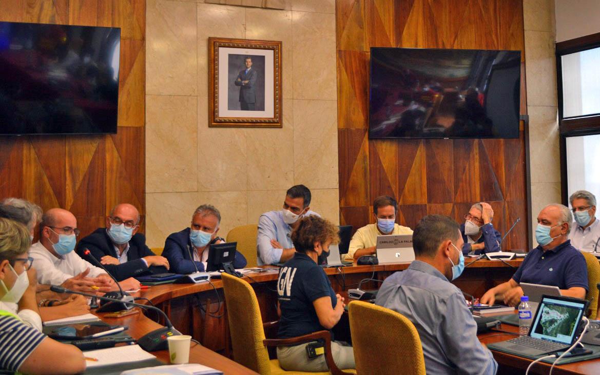 750 efectivos trabajan en el PEVOLCA para la seguridad en La Palma, junto a los ayuntamientos