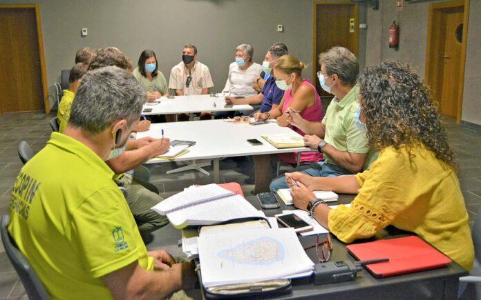 Un momento de la reunión de coordinación con representantes de los municipios afectados por la actividad sísmica./ Cedida.