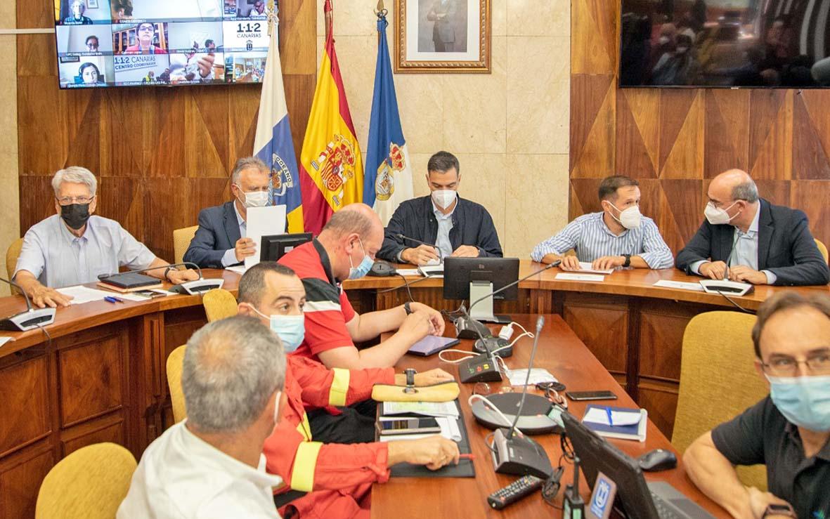 Sánchez preside por cuarta vez los comités del PEVOLCA: sigue el avance desigual de las coladas