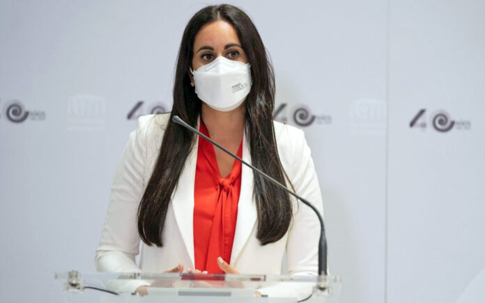 Vidina Espino, diputada del Grupo Mixto en el Parlamento de Canarias./ Twitter @Vidinae